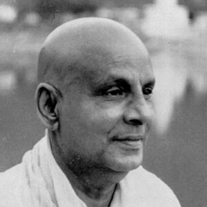 Foto in primo piano di Śrī Svāmī Sivanandaji Maharaj