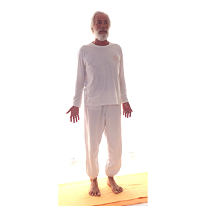 Posizione yoga tāḍāsana samasthitiḥ
