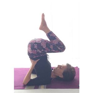 posizione yoga sarvāṅgāsana