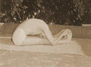 Posizione yoga paścimottānāsana