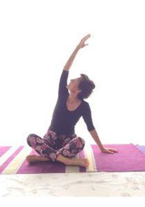 flessione laterale del busto yoga