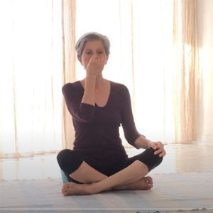 Posizione yoga nadi sodhana