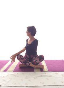 torsione laterale del busto yoga