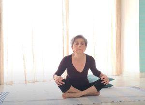 flessioni e rotazioni della colonna yoga