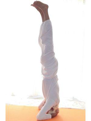 Posizione yoga śīrṣāsana