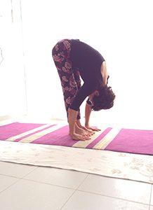 Posizione yoga uttānāsana