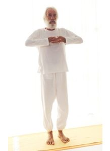 Posizione yoga palma dinamica