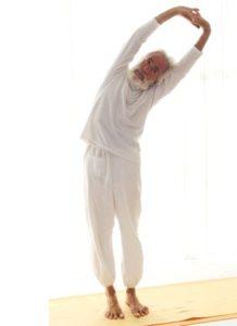 Posizione yoga tiryak tāḍāsana
