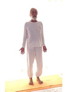 Posizione yoga tāḍāsana
