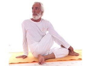 Posizione yoga ardha matsyendrāsana