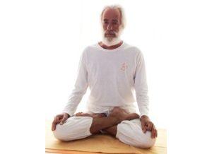 Posizione yoga meditativa per pratyāhāra