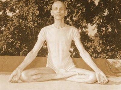 Esecuzione della posizione siddhāsana
