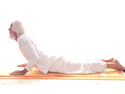 Posizione yoga bhujaṅgāsana