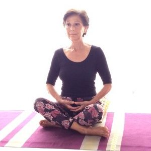 Posizione yoga sukhāsana