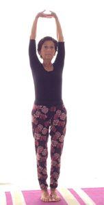 posizione yoga tadasana