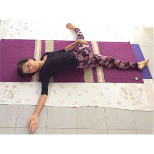 Posizione yoga supta matsyendrasana